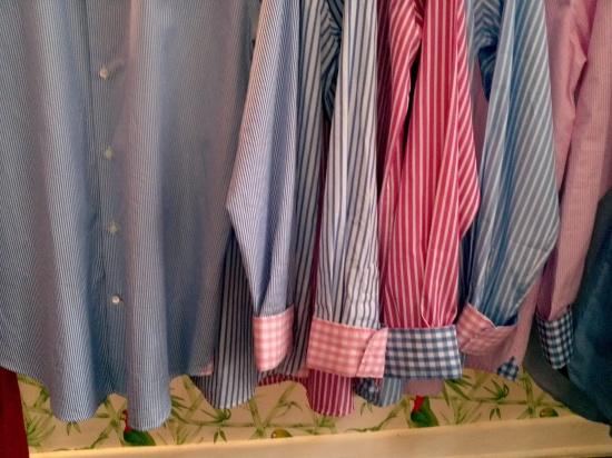 Algumas das mangas das camisas da Vicomte A.