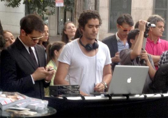 Dudu Linhares playing