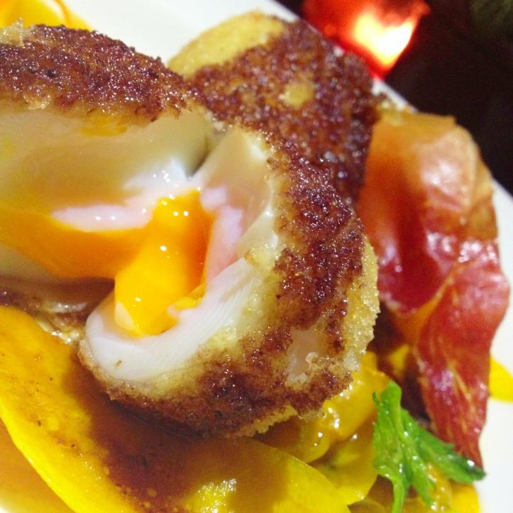Oeuf pôché, sauce truffe et  champignon  - R$39,00